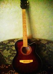Акустическая гитара в хорошем состояниии