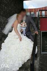 Елегантное и простое свадебное платье с бантом + аксессуары в подарок