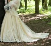 Продам свадебное платье пурпорового оттенка